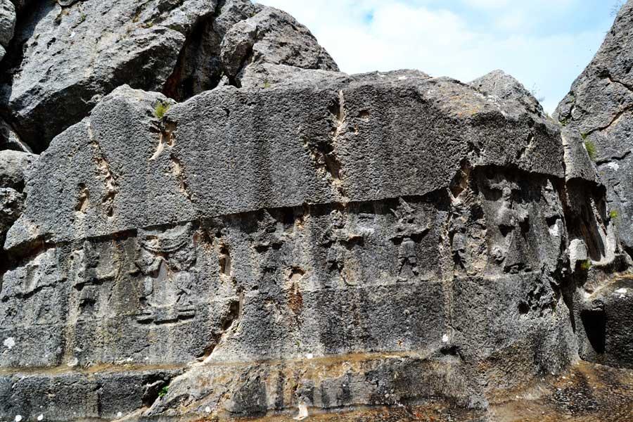 Çorum Yazılıkaya fotoğrafları Açık Hava Tapınağı A (batı) odası savaşçı tanrılar kabartmaları Boğazköy - Yazilikaya Hittite Open Air Temple A (west) room warrior gods reliefs, Bogazkoy Corum Turkey