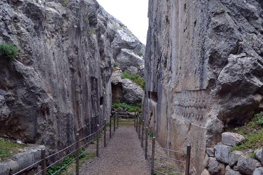 Çorum Yazılıkaya fotoğrafları B (doğu) odası genel görünüm - Yazilikaya B (east) room general view Cental Anatolia Turkey
