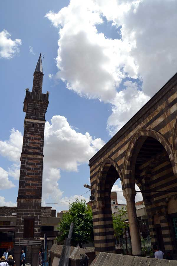 Şeyh Muhattar Cami dört ayaklı minare Diyarbakır fotoğrafları - Southeastern Anatolia Seyh Muhattar Mosque with minaret with four pillars, Diyarbakir photos