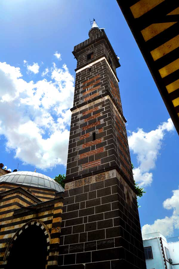 Şeyh Muhattar Cami dört ayaklı minare, Güneydoğu Anadolu Diyarbakır fotoğrafları - Şeyh Muhattar Mosque with minaret with four pillars, Diyarbakir photos