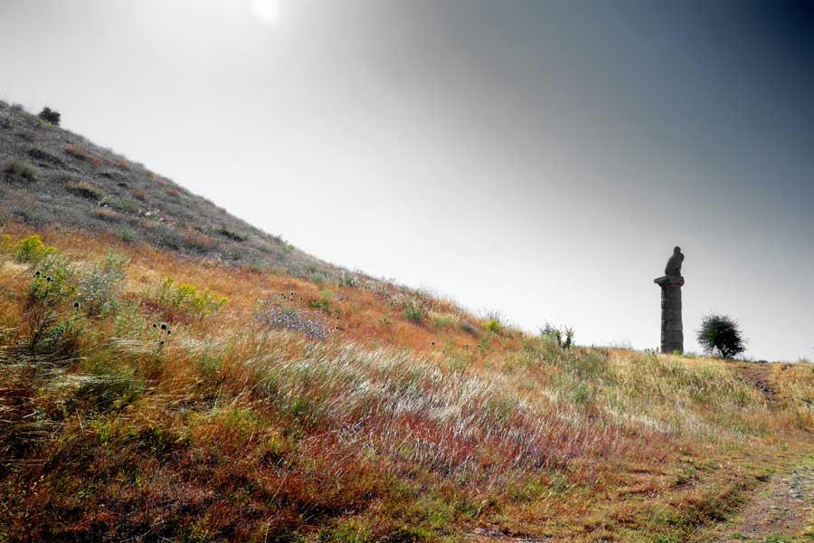 Adıyaman Nemrut Dağı Milli Parkı Karakuş tepesi fotoğrafları - Karakus Tumulus, Mt. Nemrut National Park photos Southeast Anatolia region Turkey