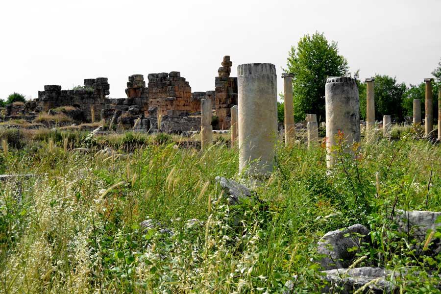 Afrodisias antik kenti fotoğrafları Tiberius Portikosu ve Hadrian hamamları - Tiberius Portico and Hadrian Baths, Aphrodisias photos