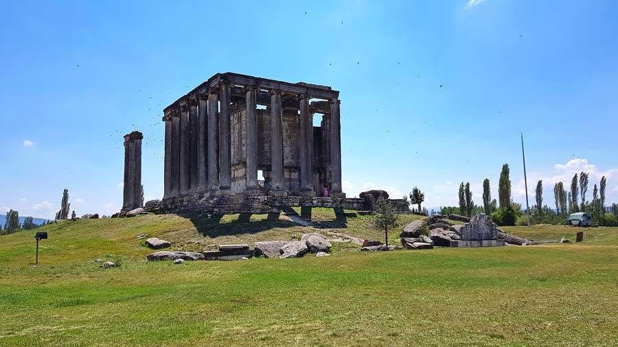 Aizanoi antik kenti Zeus tapınağı, Çavdarhisar Kütahya - Aizanoi ancient city Zeus temple, Turkey