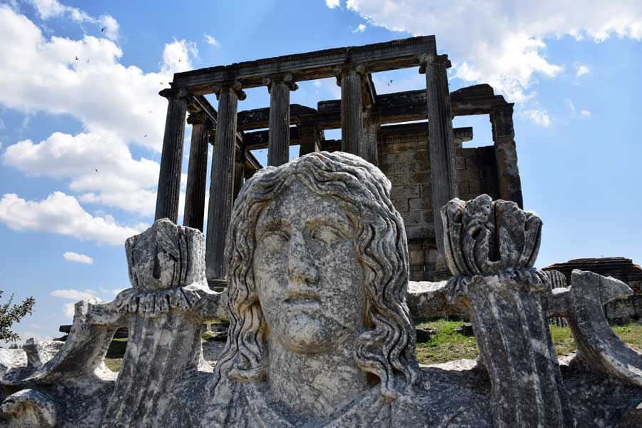 Aizanoi antik kenti Zeus tapınağı ve Kibele heykeli, Çavdarhisar Kütahya - Aizanoi ancient city Zeus temple and statue od Cybele, Turkey