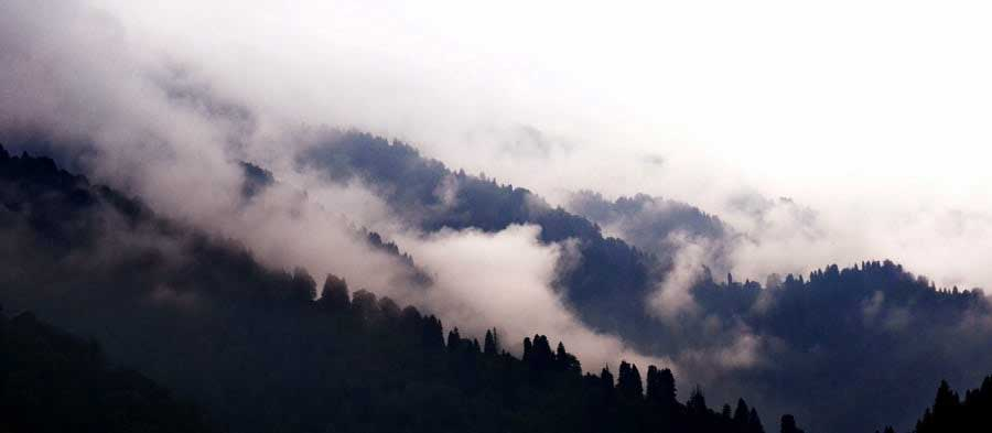 Ayder yaylası manzarası sislerin arasında heybetli dağlar, Ayder Yaylası fotoğrafları - monumental mountains between the fog, Ayder Plateau photos