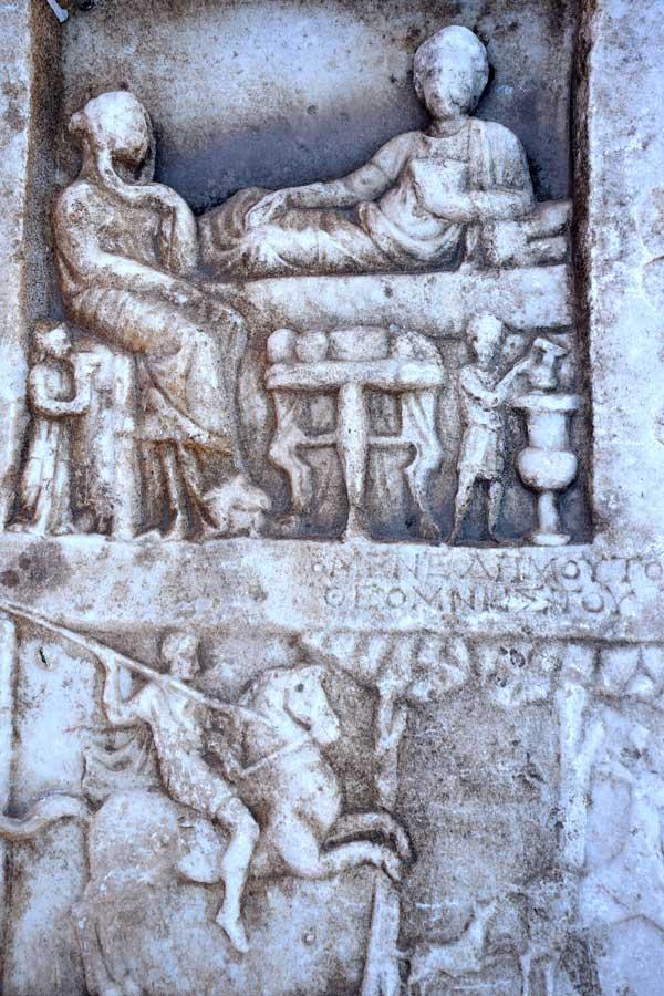 Bandırma Arkeoloji Müzesi Roma dönemi mezar steli - Bandirma Archaeological Museum Gravestone of Roman Period, Turkey