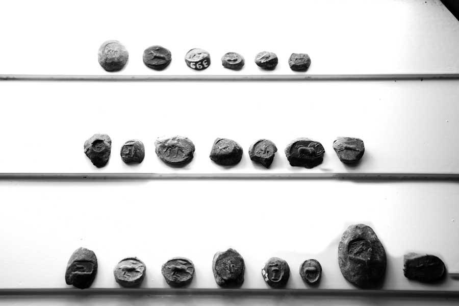 Bandırma Arkeoloji Müzesi hayvan figürleri mühür baskılar Daskyleion M.Ö.5.yy - Bulla of animals figur from the ruins Dascylium 5th century B.C Bandirma Archaeological Museum, Turkey