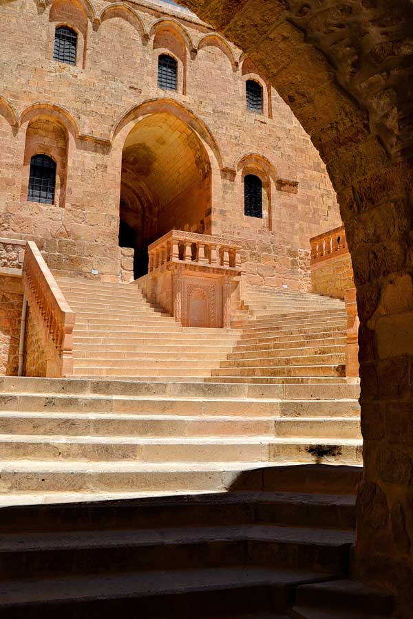 Deyrulzafaran manastırı giriş avlusu, Mardin fotoğrafları - enterance courtyard of Deyrulzafaran monastery, Southeastern Anatolia Mardin photos