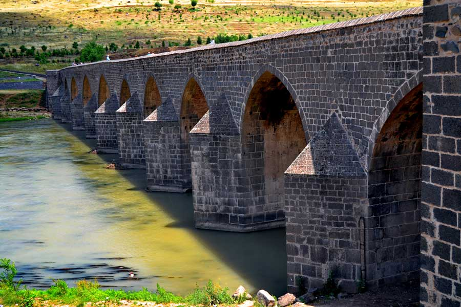 Diyarbakır 10 gözlü Silvan Köprüsü, Diyarbakır fotoğrafları - Silvan Bridge in other words 10 compartment bridge over Tigris, Diyarbakir photos