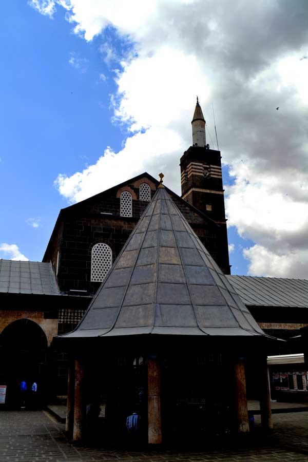Diyarbakır Ulu cami avlusu, Diyarbakır fotoğrafları - Great Mosque courtyard, Southeastern Anatolia Diyarbakir photos