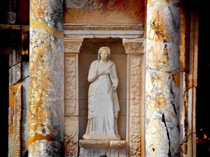 Efes antik kenti Celcius kütüphanesinin dört güzelinden Arete, Efes fotoğrafları - Arete, one of the four beauty of Celcius library, Ephesus photos