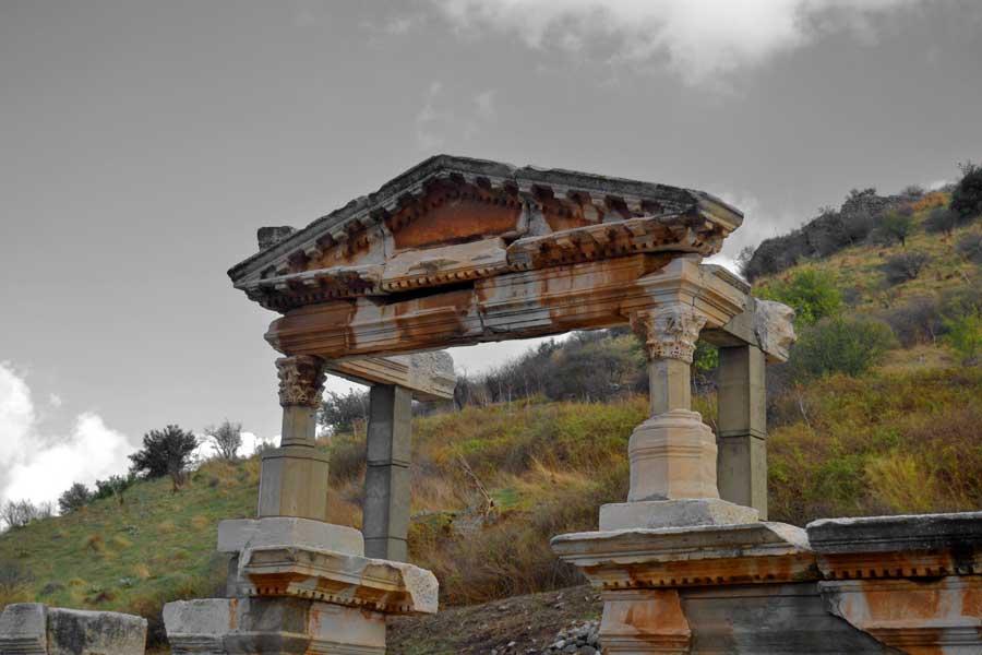 Efes antik kenti Traianus Çeşmesi veya Efes Trajan Çesmesi, Efes antik kenti fotoğrafları - Trajan Nymphaeum, Ephesus photos