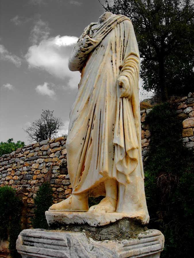 Efes antik kentinde Roma dönemi heykeli, Efes fotoğrafları - who took my head, Ephesus photos