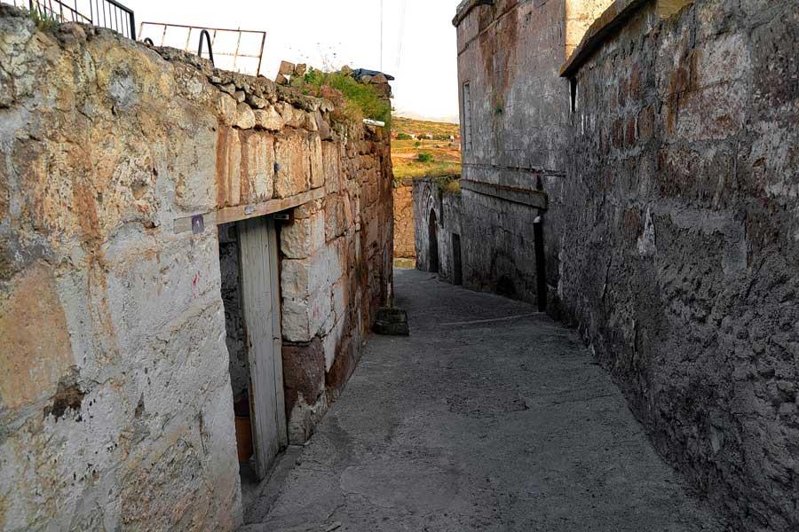 Güzelyurt fotoğrafları, tarihi taş evler, Aksaray gezilecek yerler - Guzelyurt streeets and historic stone houses Central Anatolia Region Guzelyurt photos