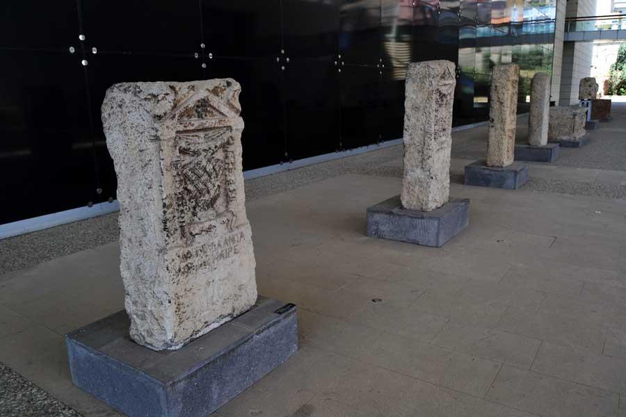Gaziantep Zeugma Mozaik Müzesi Roma dönemi mezar taşları - Gravestone, Roman Period, Zeugma Mosaic Museum Southeastern Anatolia region Turkey