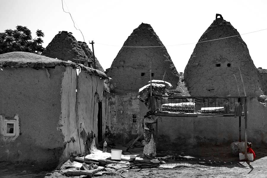 Harran klasik konik kubbeli evleri, Harran Şanlıurfa fotoğrafları - Harran is famous for its traditional 'beehive' adobe houses, Harran Southeastern Anatolia Region photos