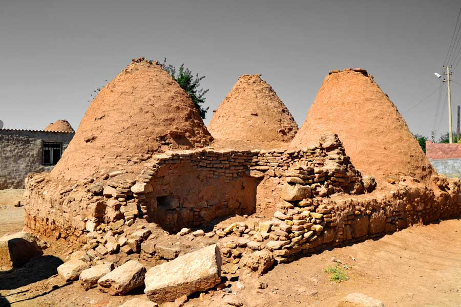 Harran konik kubbeli evleri, Şanlıurfa Harran fotoğrafları - Harran is famous for its traditional 'beehive' adobe houses, Harran Southeastern Anatolia Region