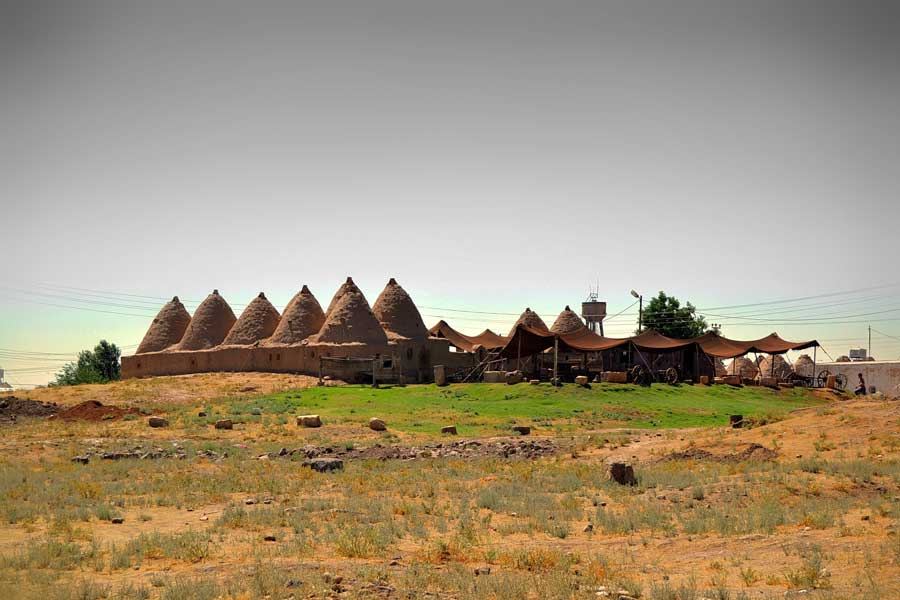 Harran tarihi konik kubbeli evleri, Harran Şanlıurfa fotoğrafları - Harran is famous for its traditional 'beehive' adobe houses, Harran Southeastern Anatolia Region photos