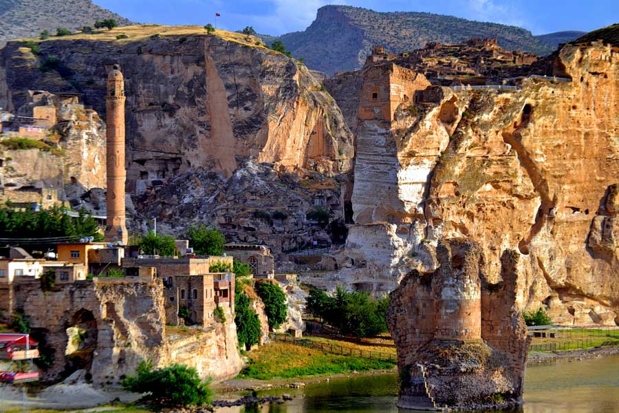 Hasankeyf fotoğrafları El Rızk Camisi ve Hasankeyf Köprüsü - El Rızk Mosque and Hasankeyf bridge Southeastern Anatolia region Turkey