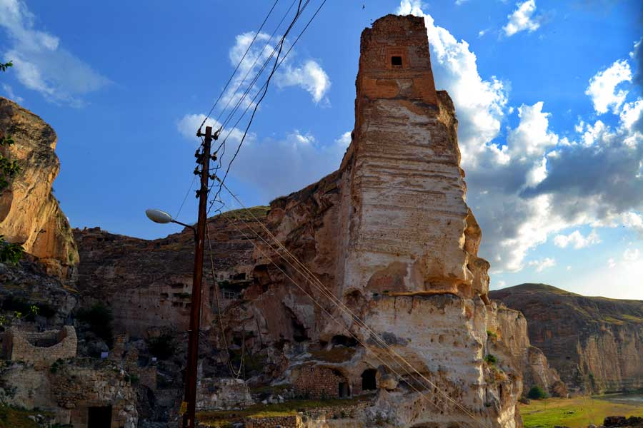 Hasankeyf fotoğrafları ve görülmesi gereken yerler Küçük Saray, Hasankeyf Kalesi - Small Palace and Hasankeyf Fortress Southeastern Anatolia region Turkey