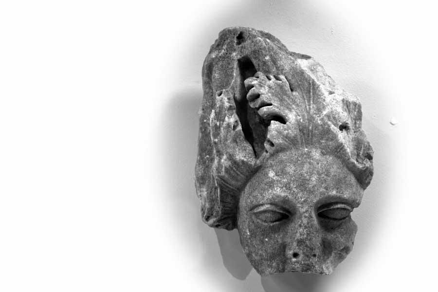 Klasik dönem mermer heykel başı, Bandırma Arkeoloji Müzesi - Marble head of statue on the Classical Period, Bandirma Archaeological Museum, Turkey