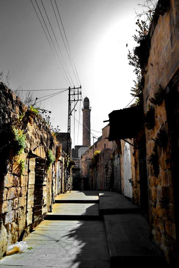 Mardin fotoğrafları, Mardin dar ve taş sokakları arkada Ulu cami - Southeastern Anatolia, stone streets and Ulu mosque at Mardin