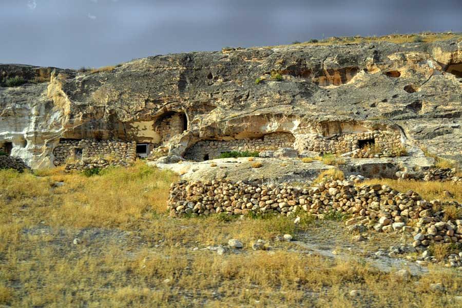 Mardin mağaraları fotoğrafları - Southeastern Anatolia caves at Mardin