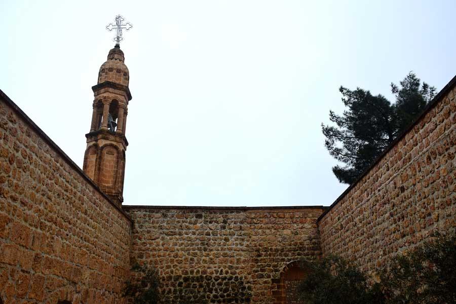 Mor Gabriel Manastırı çan kulesi, Midyat fotoğrafları - Mor Gabriel Monastery bell tower, Southeastern Anatolia Mardin photos Turkey
