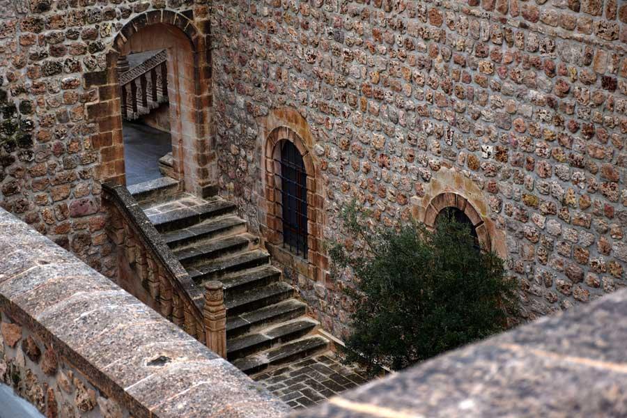 Mor Gabriel Manastırı Büyük Kilise avlusu, Mardin Midyat - Mor Gabriel Monastery Big Church courtyard, Midyat photos Turkey