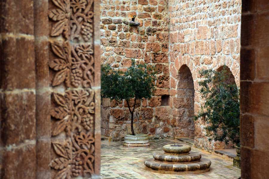 Mor Gabriel Manastırı fotoğrafları, Dua Evi ya da Büyük Kilise avlusu, Mardin Midyat - Mor Gabriel Monastery photos, Prayer House or Big Church courtyard, Midyat Turkey