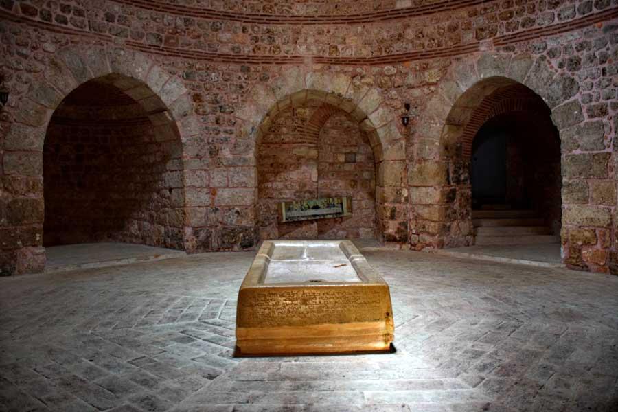 Mor Gabriel Manastırı fotoğrafları Theodora kubbesi ve taş hamur teknesi, Midyat Mardin - Stone kneading trough and Theodora dome of the Mor Gabriel Monastery, Midyat Turkey
