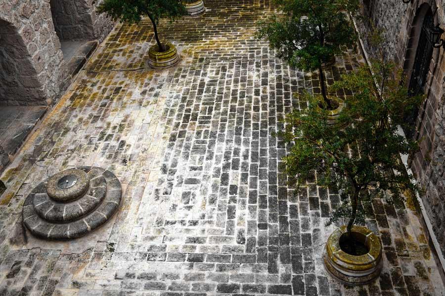 Mor Gabriel Manastırı fotoğrafları, sarnıç ve avlu, Midyat Mardin - Mor Gabriel Monastery photos, cistern and courtyard, Midyat Turkey