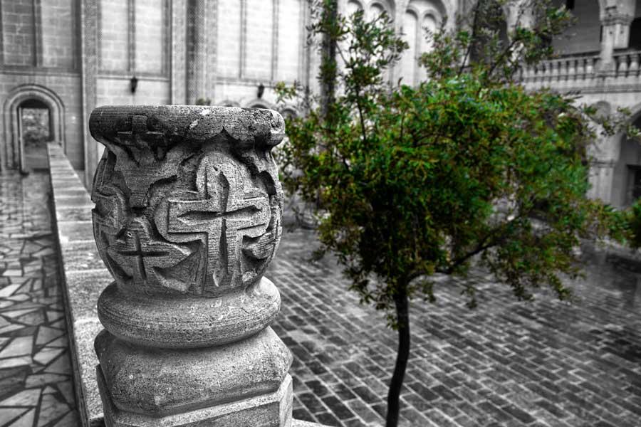 Mor Gabriel Manastırı iç avlusu, Midyat Mardin - Southeastern Anatolia Mor Gabriel Monastery photos, inner courtyard Mardin Turkey