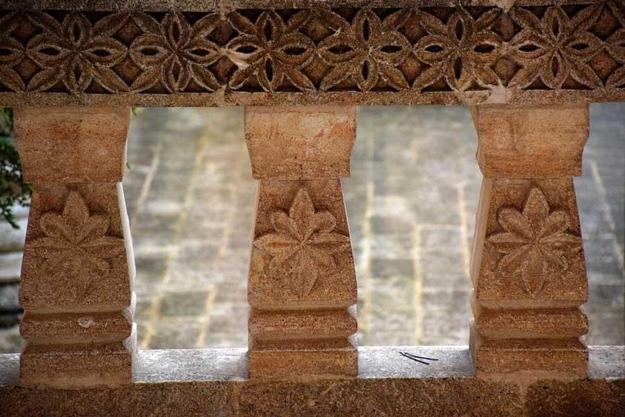 Mor Gabriel Manastırı taş korkuluk işlemeleri, Mardin Midyat - Stone ballustrade engravings of the Mor Gabriel Monastery, Mardin Turkey