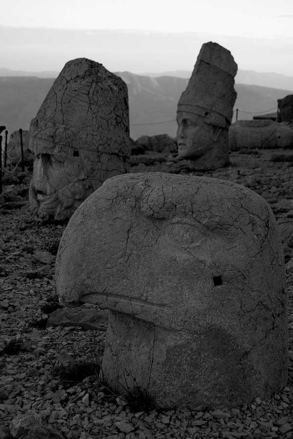Nemrut Dağı Adıyaman fotoğrafları Apollo, Herkül ve Kartal heykelleri - Apollo, Hercules and Eagle sculptures of Mt. Nemrut, Mount Nemrut Photos Turkey