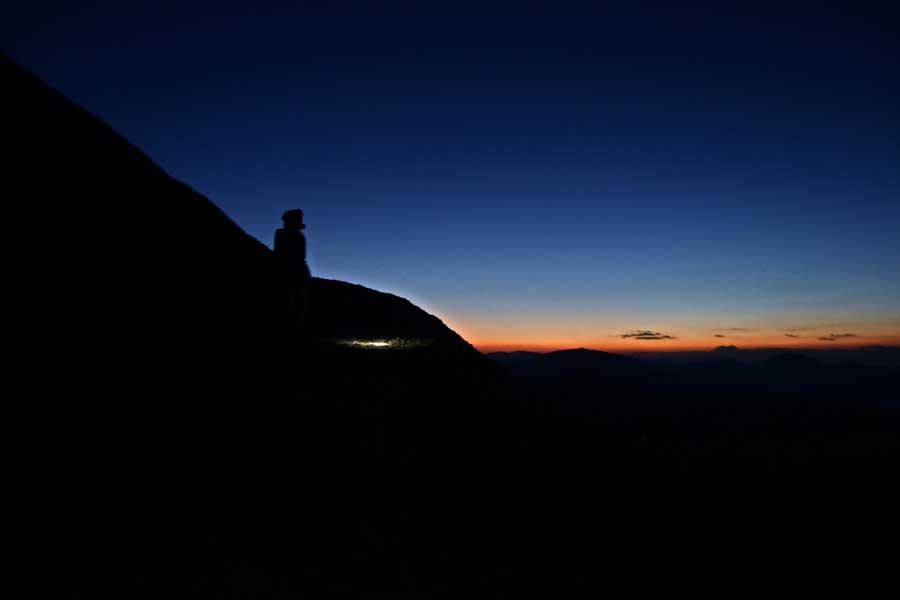 Nemrut Dağı güneşin doğuşu fotoğrafları, Adıyaman Güneydoğu Anadolu bölgesi - Sunrise at the east terrace, Mount Nemrut Southeast Anatolia region photos