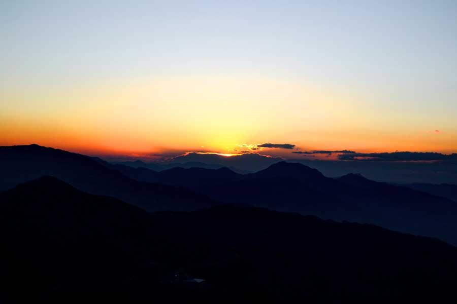 Nemrut Dağı güneşin doğuşu fotoğrafları, Adıyaman Kahta - Sunrise at the east terrace, Mount Nemrut Southeast Anatolia region photos
