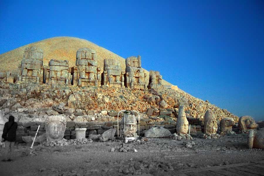 Nemrut Dağı heykelleri Adıyaman fotoğrafları - Southeast Anatolia region Turkey head sculpts Mount Nemrut National Park photos