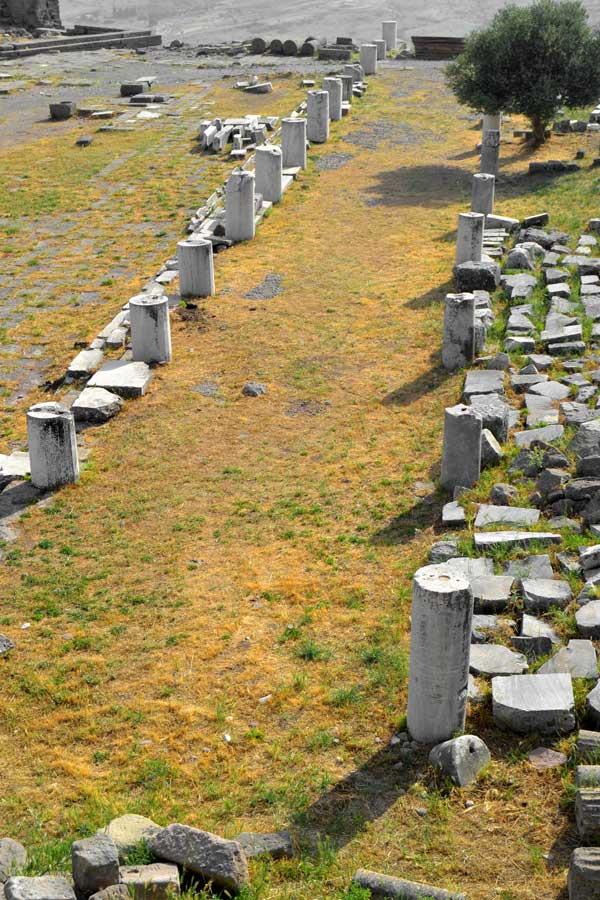 Pergamon antik kenti fotoğrafları, Trajan tapınağı kalıntıları - Ruins of Trajaneum, Pergamon ancient city photos
