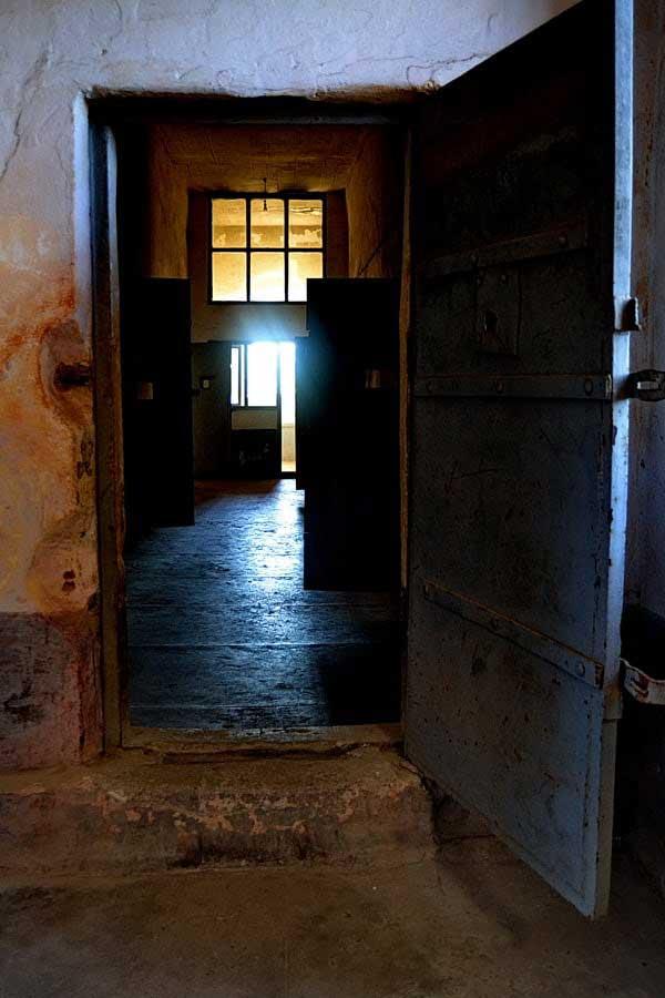 Sinop Tarihi Cezaevi koğuşları, Tarihi Sinop Cezaevi fotoğrafları - if these doors could speak, Sinop Historical Prison photos