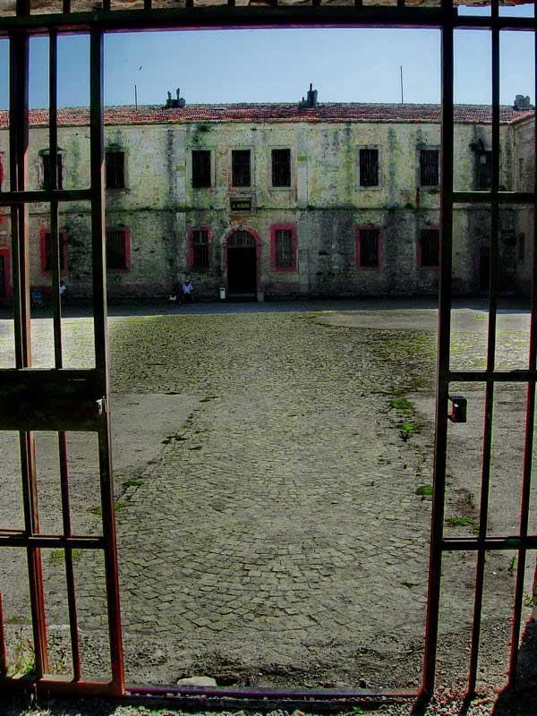 Tarihi Sinop Cezaevi fotoğrafları - round pace, Sinop Historical Prison photos