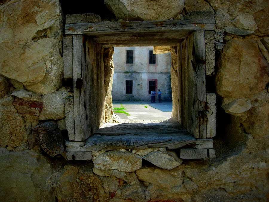 Tarihi Sinop Cezaevi gözetleme deliği, Tarihi Cezaevi fotoğrafları - Pep Hole, Sinop historical Prison Photos
