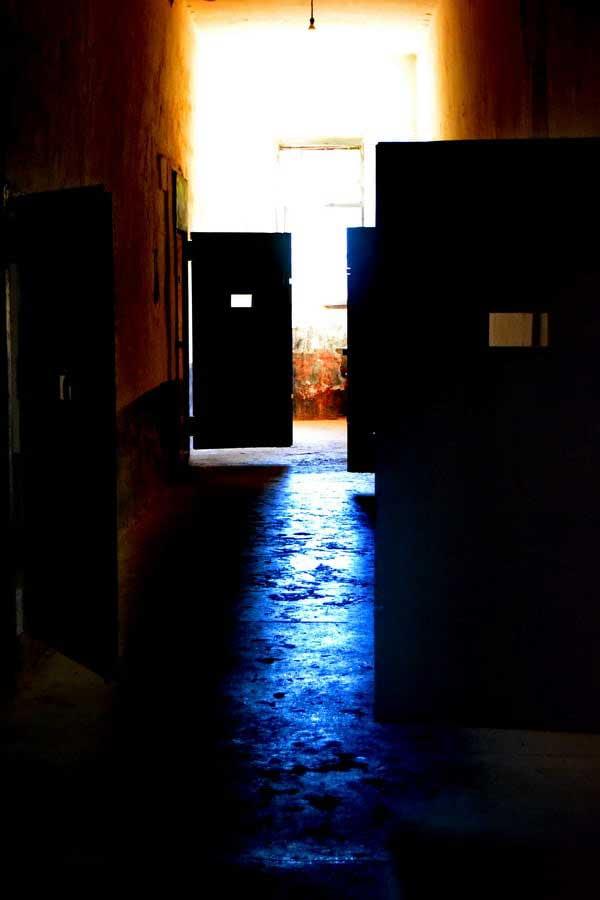 Tarihi Sinop Cezaevi koğuşları, Sinop Tarihi cezaevi fotoğrafları - mold smelling corridor, Sinop Historical Prison photos