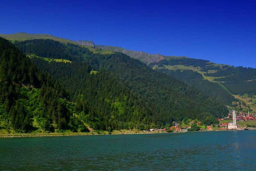 Uzungöl göl kenarı, Uzungöl fotoğrafları - a picturesque town near the lake, Uzungöl photos