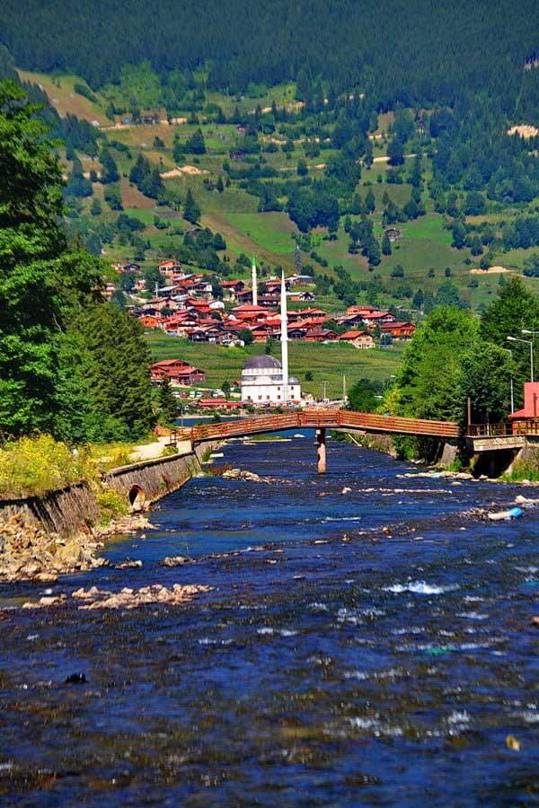 Uzungöl köyü ve Uzungölü besleyen Demirkapı deresi, Uzungöl fotoğrafları - follow the river, Uzungöl photos