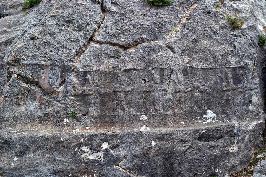 Yazılıkaya fotoğrafları A (batı) odası savaşçı tanrılar kabartmaları, Boğazköy Çorum - Yazilikaya Hittite Open Air Temple A (west) room warrior gods reliefs, Bogazkoy Corum, Turkey
