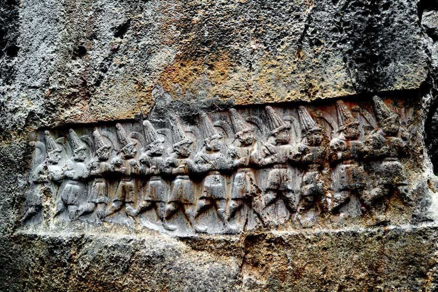 Yazılıkaya fotoğrafları B (doğu) odası 12 tanrı kabartması Çorum - Yazilikaya photos the B (east) room 12 god relief, Turkey