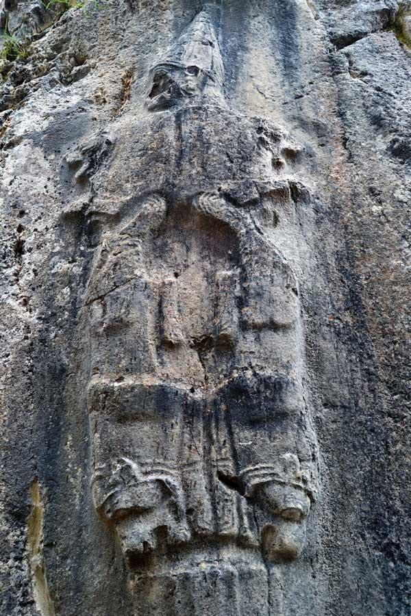 Yazılıkaya fotoğrafları B odası, Hurri yeraltı tanrısı Nergal ve aslan başları kabartması, Çorum - Turkey Yazilikaya Hurri underground god Nergal and lion head reliefs