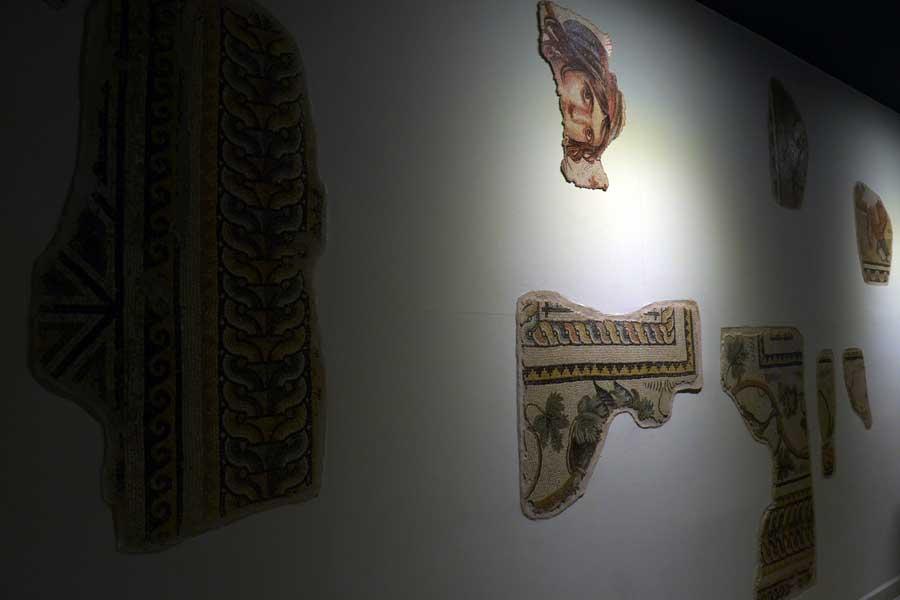 Zeugma Mozaik Müzesi Çingene Kızı Mozaiği'nin parçaları - The Fragments of Gypsy Girl Mosaic, Zeugma Mosaic Museum Turkey