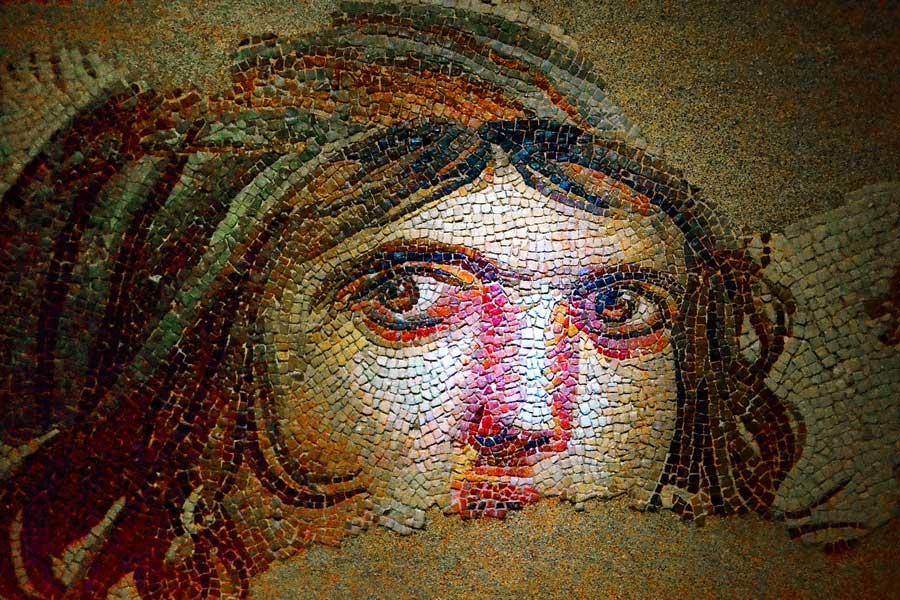 Zeugma Mozaik Müzesi Çingene kızı mozaiği - Gypsy girl mosaic at Zeugma Mosaic Museum Turkey